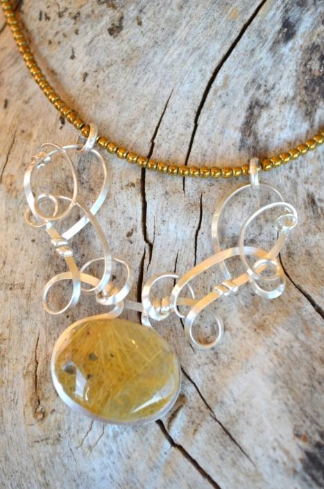 Bijoux d'Artisamor - Collier - Argent - Quartz rutile sur collier de hématite dorée