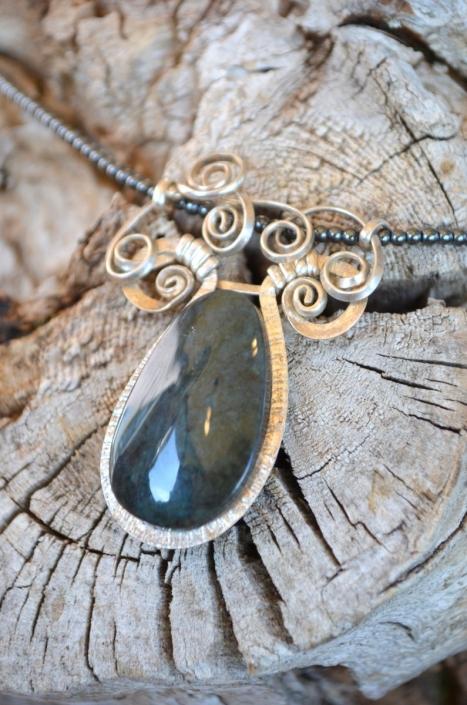 Bijoux d'Artisamor - Collier - Argent - obsidienne manto huichol sur collier de hématite